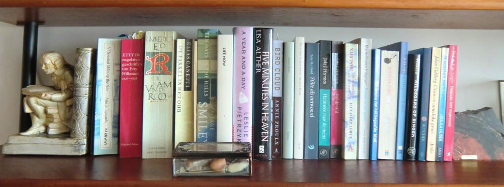 boekenplank links derde van boven