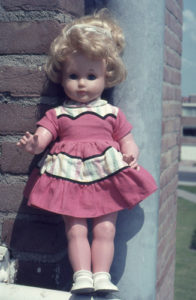 1965 24 pop christina op balkon